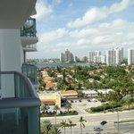 Вид с балкона в противоположную от океана сторону