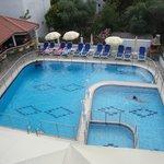 Χώρος πισίνα απο το μπαλκόνι του δωματίου 301!