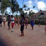 Animação na piscina, aulas de salsa.