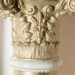 Säule im Hotel, erhalten üver die Jahrhunderte