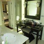 Panoramic 1 Bedroom Suite bathroom suite