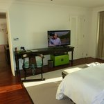 1 Bedroom Panoramic Suite bed TV