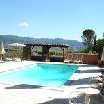 piscine chauffée et jacuzzi avec vue panoramique sur les dentelles de Montmirail