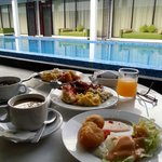 Having breakfast next to the pool.