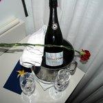 Geschenk van het hotel op de kamer (30ste huwelijksverjaardag)