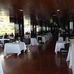 Der Innenraum des Roof Garden Restaurants