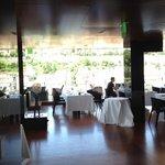Das modern und klar eingerichtete Sterne-Restaurant