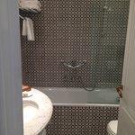 Banheiro moderno e limpo / Modern and clean bathroom