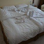 Notre lit...En revenant un soir...Les femmes de chambre ont un goût artistique....