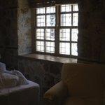 İki kişilik tahsis edilen oda ( tek kişilik iki yatağın yanyana birleştirilmesi (!))