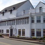 York Harbor Inn exterior - note all the windows
