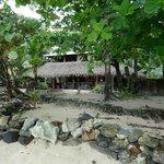 Vista desde la playa del área de comedor y cocina