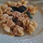 Pasta with pear, cheese and sage