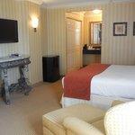 Beautiful Classic King Accommodations