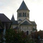 Kirche vor dem Hotel