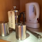 Freshly ground coffee and loose tea with a cafetiere