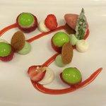 Le dessert : fraises ciflorette et menthe poivrée (et sorbet fraise des bois...)