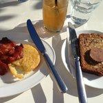 L-R: Crispy bacon, hash brown, Teza iced tea, banana bread with yumyum butter