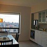 Apartamento com mini-cozinha e vista da cidade