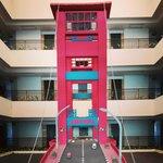Depan lift lantai 6... ada miniatur jembatan ampera
