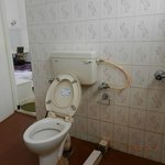 Washroom- could be cleaner