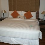 3806 Bed
