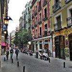 """""""Calle de la Cruz"""" em frente ao Hostal Marlasca"""