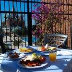 Шикарная терраса,завтрак.