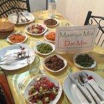 Dîner préparé par Amina (variété de salades en entrée)