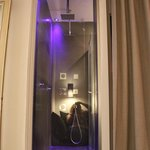 Funky twin shower with window into room - does include curtain for more discretion ;o)
