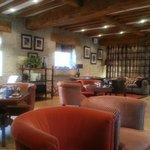 l'espace salon/bar très convivial