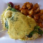 spinach mushroom omelet with hollandaise sauce