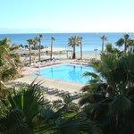 kamer uitzicht op zwembad + zee (geen zon)