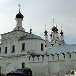 Вход в Благовещенский монастырь.