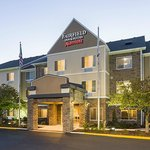 The hotel grounds of the Fairfield Inn & Suites Chicago Naperville/Aurora