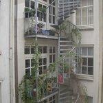 Дом напротив (взгляд из окна)