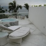 Our roof w a Jacuzzi and lounge chairs! plus beautiful view.