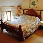 Sturdy and cosy wooden bed