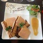 Foie gras, petite salade et sauce bigarde