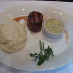 5 oz filet mignon with mashed potatoes