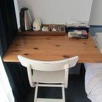 Стол и набор для чая/кофе