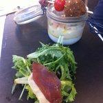 oeuf cocotte et ses copeaux de foie gras brochette de confit de canard