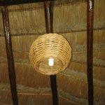 Lámparas y techo de paja