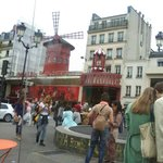 Frente do Moulin Rouge