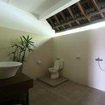 Rama Shinta Hotel - Padang Bai - Bali - Indonesia - Wandervibes - indoor bathroom