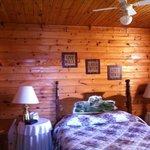 Otter Bedroom Queen Bed