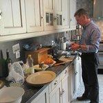 Dennis på kjøkkenet