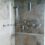 shower - ocean view suite