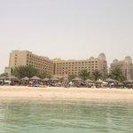 L'hotel visto dal mare