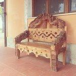 Скамейка возле ресторана